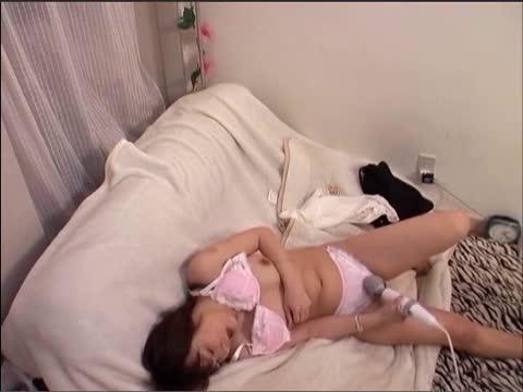 【コスプレ 巨乳 動画】美女のオナニーH無料動画。【素人】女子寮暮らしの美女CAドエロいオナニー盗撮動画が流出ww